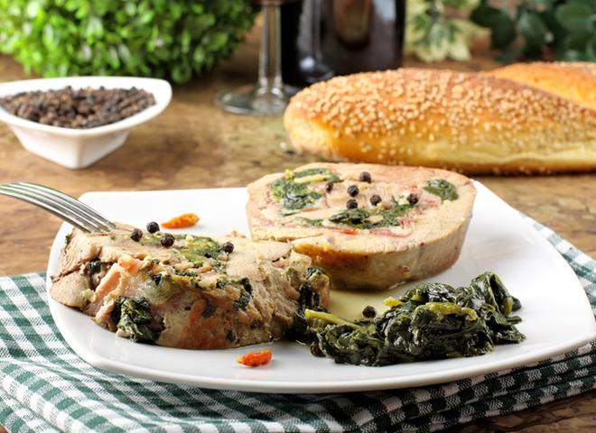 Телятина в духовці: рецепт зі шпинатом і овочами