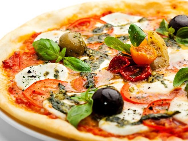 Піца з копченостями і грибами