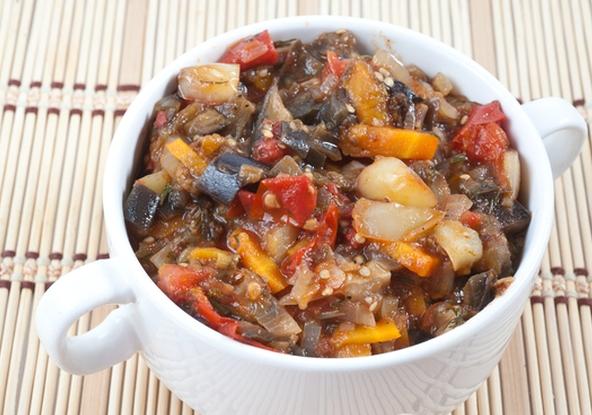 Баклажани на зиму: рецепт ніжної закуски з болгарським перцем