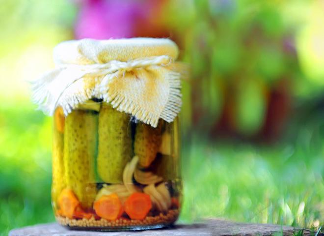 Огірки на зиму: рецепт із морквою і цибулею