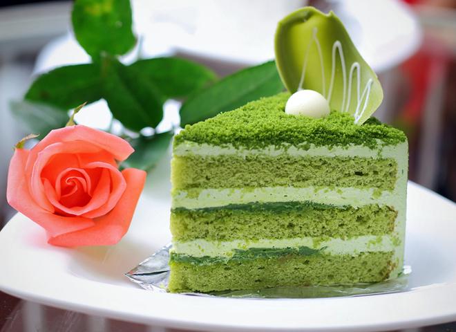 Бісквітний торт: спробуй екзотику зеленого кольору