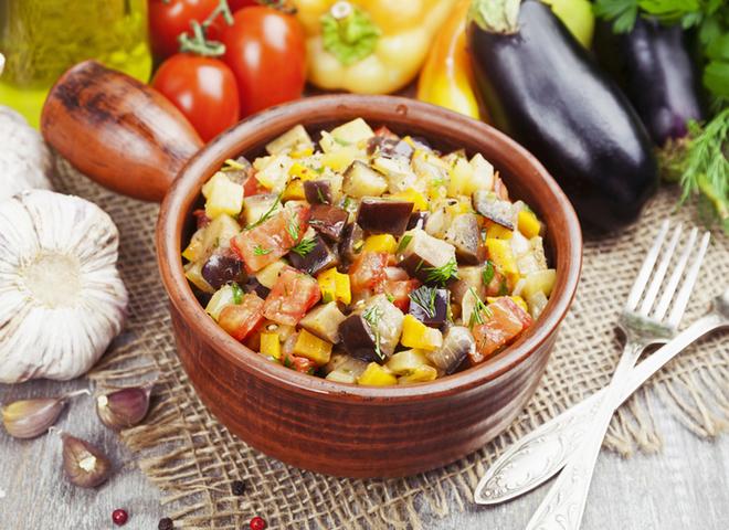 Салат із баклажанів: рецепт чудової літньої овочевої закуски