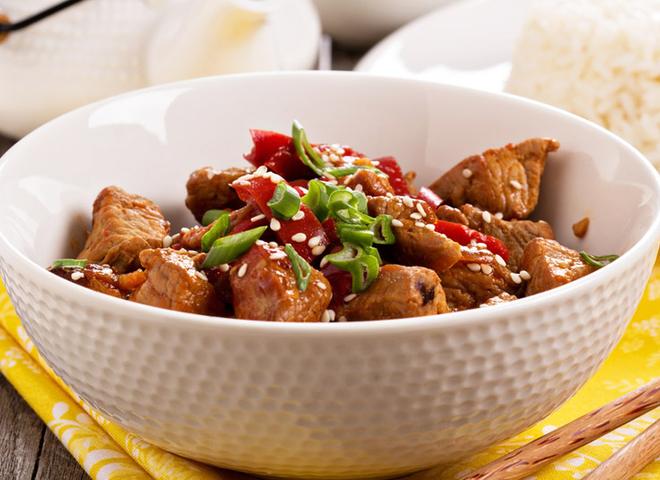 Смажене м'ясо: рецепт з цибулею і болгарським перцем