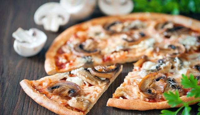 Домашня піца з грибами