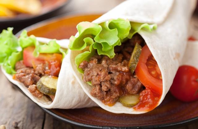 Тортільяс з яловичиною та овочевою сальсою