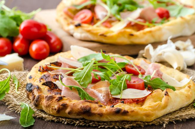 Піца з прошутто і руколою