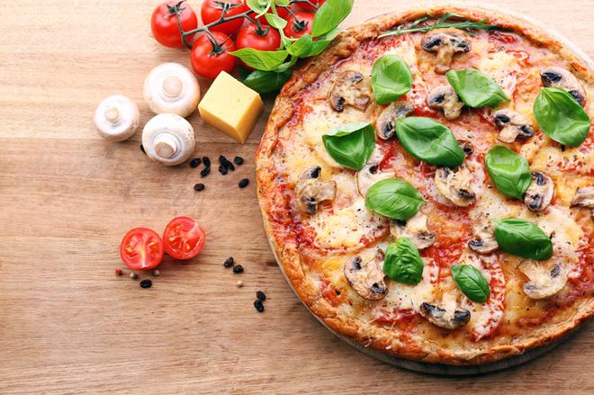 Піца з грибами та сиром