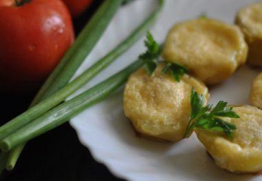 Картопля запечена з перепелиними яйцями